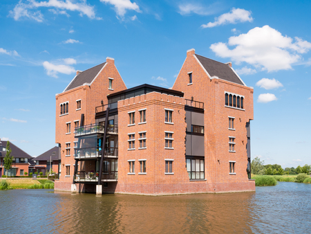 en: Modern waterfront apartment building in fortified town of Woudrichem, Brabant, Netherlands
