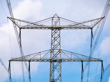 De transmissielijnen van de hoogspanningselektriciteit en pyloon voor elektriciteitsvervoer, Nederland