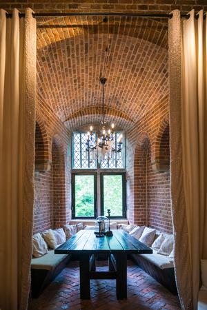 WIJK BIJ DUURSTEDE, NEDERLAND - 11 juni 2017: Torenkamer in Bourgondische toren van kasteel Duurstede in Wijk bij Duurstede in provincie Utrecht, Nederland Stockfoto - 81825722