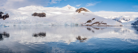 Panorama of Neko Harbour bay with glacier and red tents on camp site, Arctowski Peninsula, Antarctica 版權商用圖片