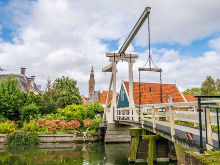 Draw bridge Kwakelbrug over canal and bell tower in Edam, Noord-Holland, Netherlands Stockfoto