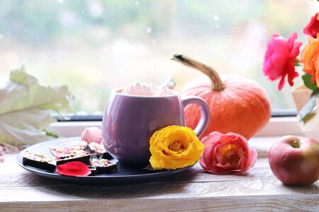 Cup of coffee, chocolate with spices, meringues, roses, pumpkins Stockfoto