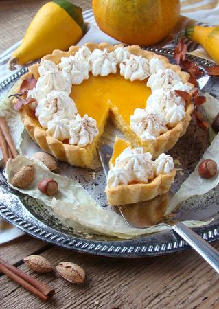 pumpkin pie: pumpkin pie with whipped cream