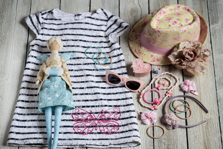 Summer attributes, decorations, Swedes and hat for little girl and doll in the style of the Tilde Banco de Imagens