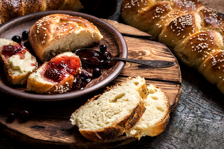 Challah is a Jewish bread to the feast on the dark wooden boards  版權商用圖片