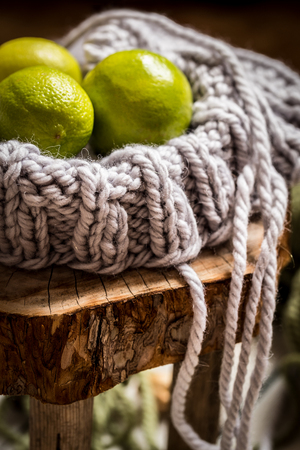 Knitting gray wool, chunky knit with balls on wooden background 版權商用圖片 - 94290619
