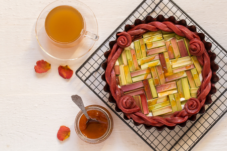 rhubarb pie with colored dough on the grill with jam and tea 版權商用圖片