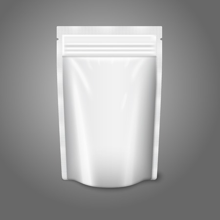 Blank white realistic plastic pouch with zipper. Vector Vectores