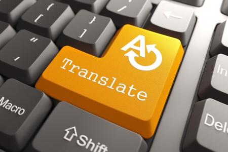 Oranje knop Vertalen op Computer Keyboard Internet Concept Stockfoto