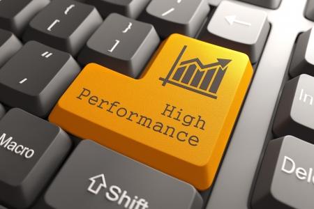 alto rendimiento: Bot�n naranja de alto rendimiento en el teclado de ordenador. Concepto de negocio.