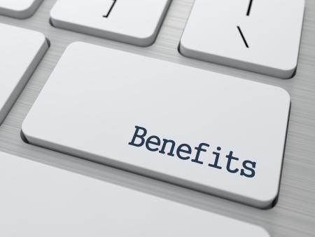 Beneficios - concepto de negocio. Botón de teclado de la computadora moderna. Render 3D.