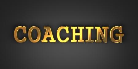 コーチング - 暗い背景上のテキストをゴールド。ビジネス コンセプトです。3 D のレンダリング。