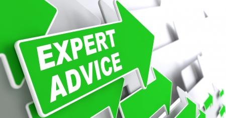 """especialistas: Consejos de un experto - Concepto de negocio. Flecha verde con """"Consejos de un experto"""" Slogan sobre un fondo gris. Render 3D."""