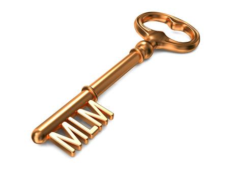 multilevel: MLM - Multi-Level Marketing - chiave d'oro su sfondo bianco. Concetto di Business.