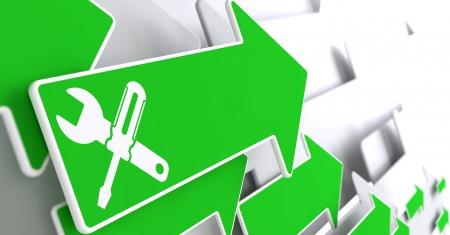 サービス コンセプト - 交差スクリュー ドライバーおよびレンチに灰色の背景に緑色の矢印のアイコン。