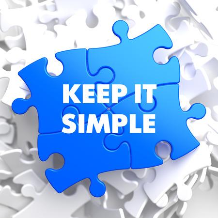 シンプルに保つに白地に青のパズル。