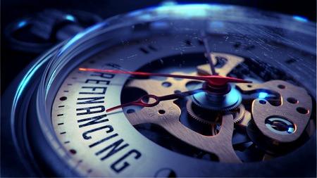 Refinanzierung auf dem Pocket-Uhr-Gesicht mit Nahaufnahme von Uhrwerk. Zeit-Konzept. Vintage-Effekt.
