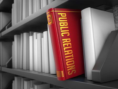 relations publiques: Relations publiques - livre sur l'�tag�re noir entre les blancs. Concept Internet.