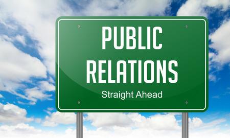 relations publiques: Autoroute orientation de relations publiques libell� sur Fond de ciel. Banque d'images