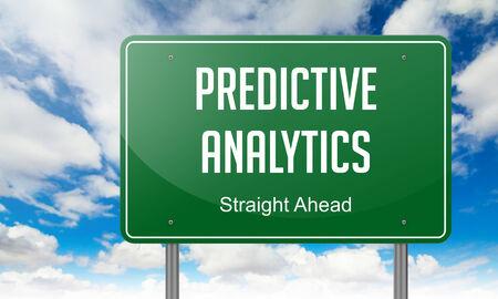 predictive: Highway Signpost con Predictive Analytics testo sullo sfondo del cielo.