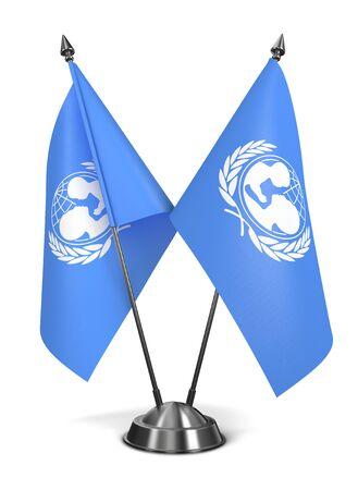unicef: UNICEF - Bandiere miniatura isolato su sfondo bianco.