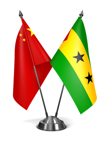 principe: China. Santo Tomé y Príncipe - Banderas miniatura aisladas sobre fondo blanco.