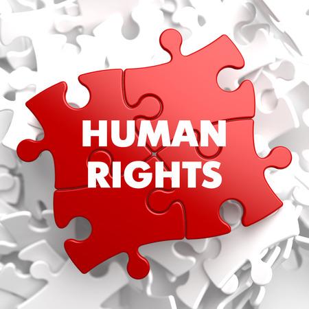 diritti umani: Diritti umani su puzzle rossa su sfondo bianco.