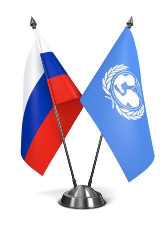 unicef: Russia e l'UNICEF - Bandiere in miniatura isolato su sfondo bianco.