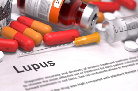 Diagnose - Lupus. Medizinische Konzept mit roten Pillen, Injektionen und Spritze. Tiefenschärfe. 3D übertragen. Standard-Bild