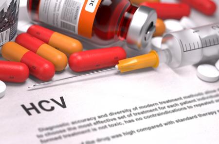 remission: Diagnosi - HCV. Referto medico con composizione di farmaci - pillole rosse, Iniezioni e siringa. Messa a fuoco selettiva.