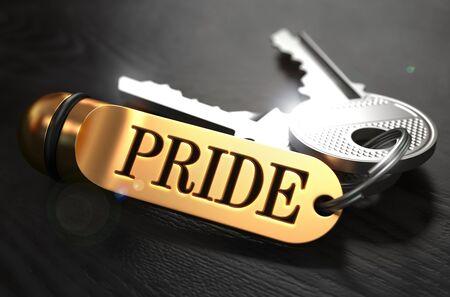 arrogancia: Teclas y oro Llavero con el orgullo Palabra sobre tabla de madera Negro con efecto de desenfoque.