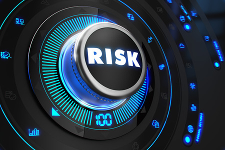 Risk Controller on Black Control Console mit blauer Hintergrundbeleuchtung. Improvement, Regel-, Steuer- oder Management-Konzept.