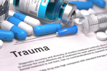luxacion: Trauma - concepto médico con píldoras azules, inyecciones y jeringas. Foto de archivo