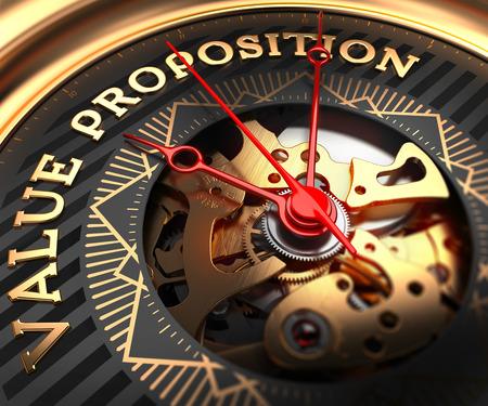valor: Propuesta de Valor en Negro-Oro cara del reloj con el Primer Vista del Mecanismo de Vigilancia. Foto de archivo