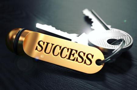 Schlüssel zum Erfolg - Konzept Golden Keychain über schwarzen Holz Hintergrund. Closeup View, geringe Tiefenschärfe, 3D übertragen. Getönt. Lizenzfreie Bilder - 46378293