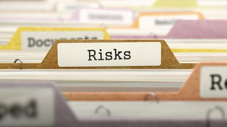 リスクの概念。カタログのソートの着色されたドキュメント フォルダー。クローズ アップ ビュー。選択と集中。 写真素材