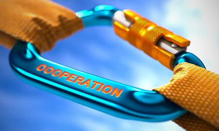 la union hace la fuerza: Blue Carabiner between Orange Ropes on Sky Background, Symbolizing the Cooperation. Selective Focus.