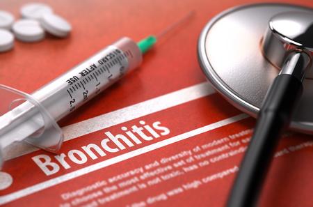 alveolos: Bronquitis - Impreso Diagnóstico con texto borroso en el fondo naranja y Composición Médico - estetoscopio, píldoras y jeringuilla. Concepto médico.