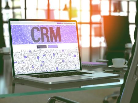 CRM - Customer Relationship Management - Concept - Gros plan sur la page d'atterrissage de l'écran d'ordinateur portable dans le bureau moderne en milieu de travail. Image teintée avec Mise au point sélective. 3d Render.