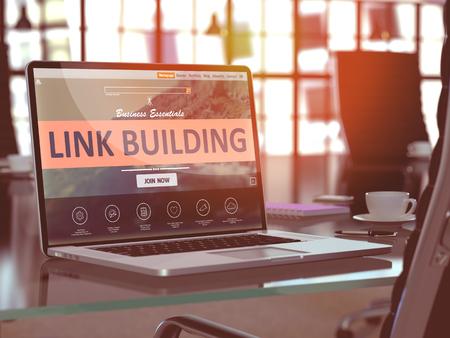 Modern Werkplek met laptop blijkt landing page met Link Building Concept. Afgezwakt beeld met selectieve aandacht. 3D Render.