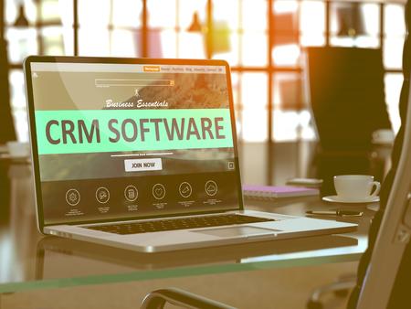 CRM - Customer Relationship Management - Software Concept. Landing Gros plan sur la page écran d'ordinateur portable sur fond de confort Lieu de travail dans Office moderne. Brouillé, Image teintée. 3D Render.