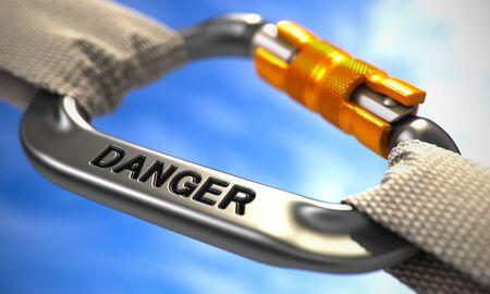 imminence: Peligro en Chrome Carabine con cuerdas blancas. Centrarse en el Carabine. Render 3D