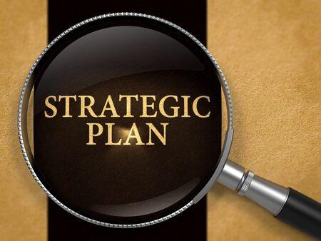 Plan stratégique par le biais Loupe sur Vieux Papiers avec fond noir ligne verticale. 3D Render.
