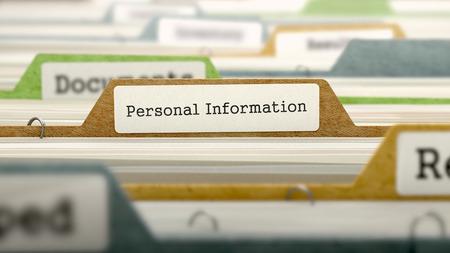 Concepto de la información personal en la etiqueta del archivo en el índice de la tarjeta multicolor. Primer punto de vista. Enfoque selectivo. Render 3D.