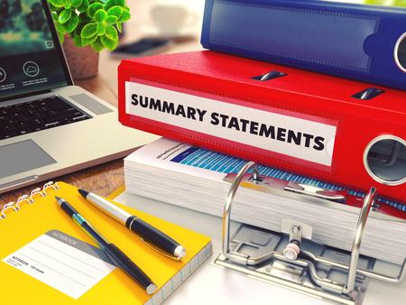 cuadro sinoptico: Declaraciones sumarias - Carpeta roja de la oficina en el fondo de la mesa de trabajo con los efectos de escritorio, ordenador port�til e informes. Concepto de negocio en el fondo borroso. Imagen virada. Render 3D.