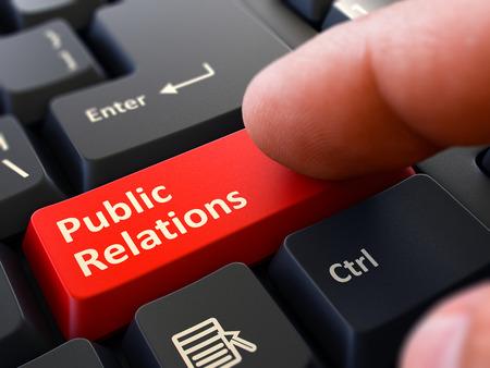 relaciones p�blicas: Relaciones p�blicas Bot�n Rojo - Dedo que empuja el bot�n del teclado del ordenador Negro. Antecedentes borrosa. Primer punto de vista. Render 3D. Foto de archivo