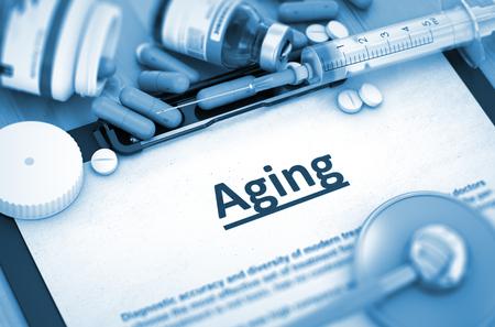 riesgo biologico: El envejecimiento, concepto médico con enfoque selectivo. El envejecimiento, concepto médico con píldoras, inyecciones y una jeringa. Render 3D. Imagen virada.