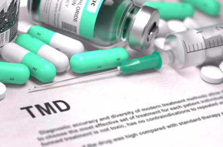 dolor de oido: Diagnosis - TMD - Temporomandibular Disorder. Medical Concept with Light Green Pills, Injections and Syringe. Selective Focus. Blurred Background. 3D Render.
