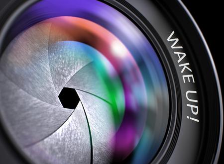 Wake Up - Concept op lens van de camera met gekleurde Lens Reflection, Close-up. Wake Up Geschreven op SLR Camera Lens met Sluiter. Kleurrijke Lens Reflections. Close-up Beeld. 3D.