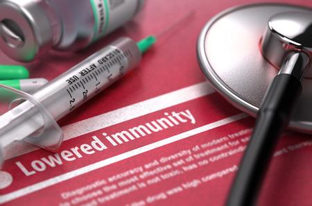 inmunidad: Baja inmunidad - concepto m�dico sobre fondo rojo con el texto borroso y composici�n del P�ldoras, jeringuilla y el estetoscopio. Render 3D.